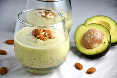 Gesunder Avocado-Pudding mit Chiasamen
