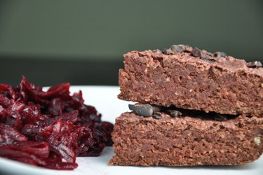 Glutenfreie Hafer-Brownies mit roter Bete