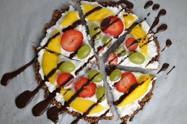Gesunde Haferpizza mit Obst