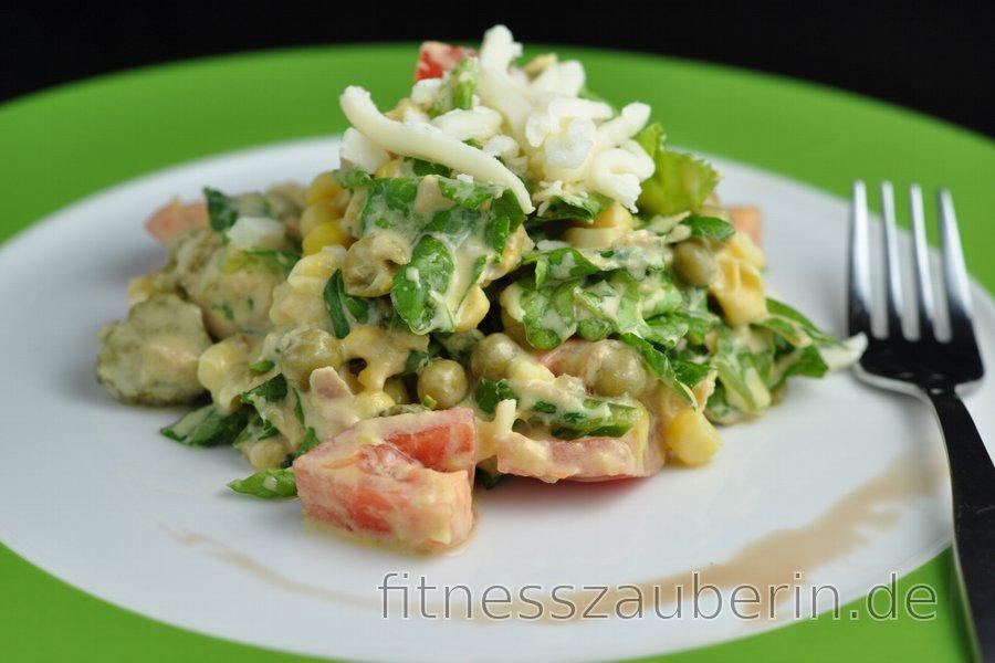 Fitnesssalat mit Thunfisch, Erbsen und Käse