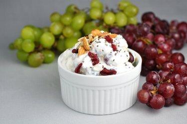 Leichter Traubensalat mit Sauerrahm