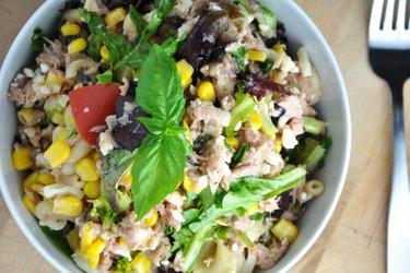 Sportlicher Gemüse-Nudelsalat mit Thunfisch
