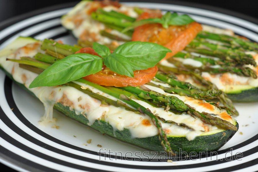 Gefüllte Zucchini mit Thunfisch aus dem Backofen