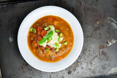 Dicke Bohnensuppe mit Süßkartoffeln