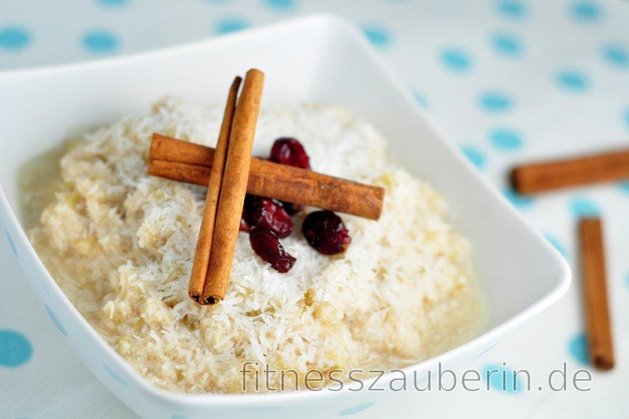 Gesunder Kokosnuss-Apfel-Porridge (zuckerfrei und glutenfrei)