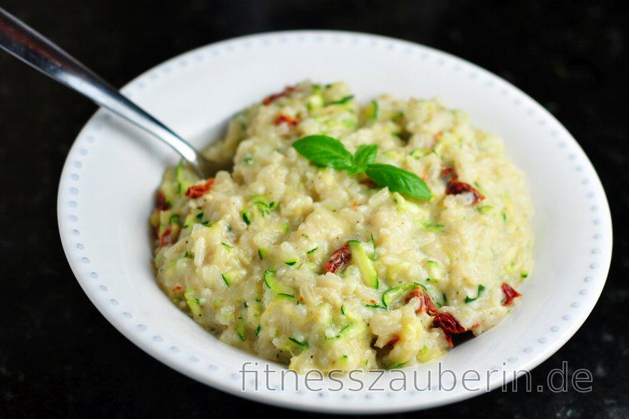 Leichter cremiger Zucchini-Risotto