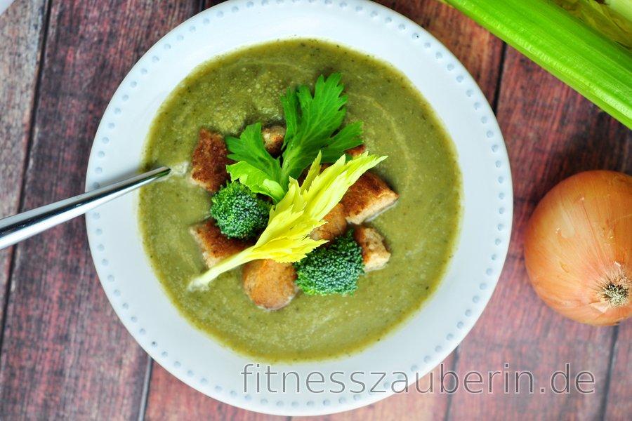 Einfache Sellerie- und Brokkoli-Suppe