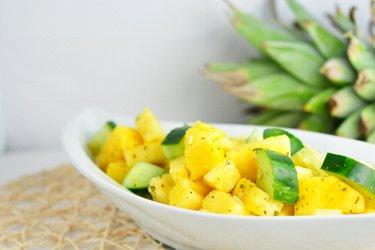 Erfrischender Ananas-Gurkensalat