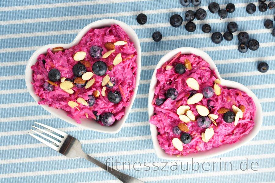 Cremiger Rote-Bete-Apfel-Salat mit Blaubeeren