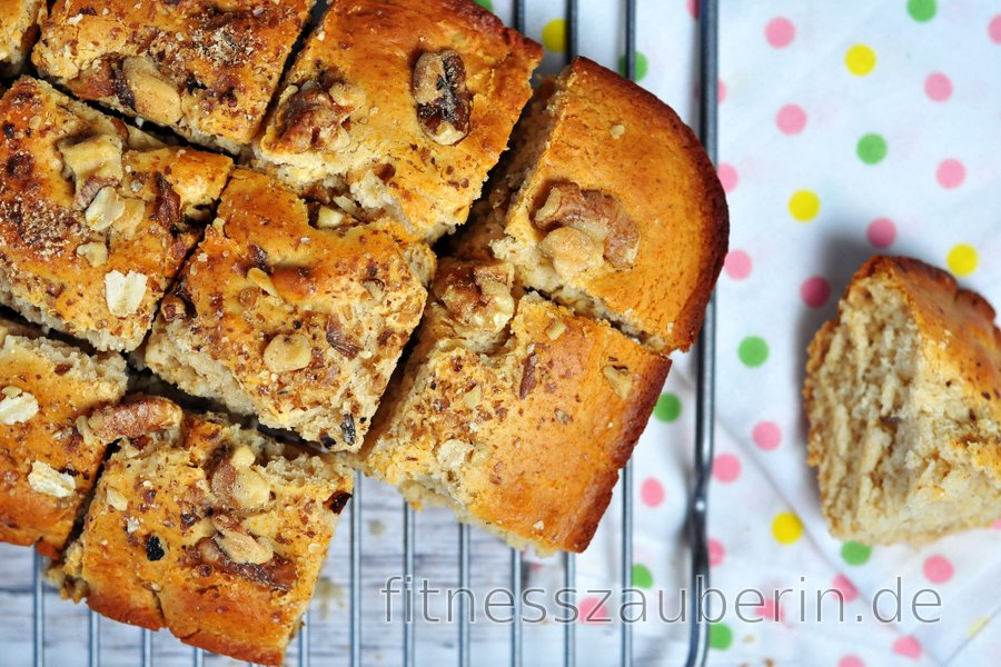 Dinkel-Blondie-Kuchen mit Nüssen
