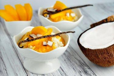 Gesunder Vanille-Milchreis-Pudding mit Mango