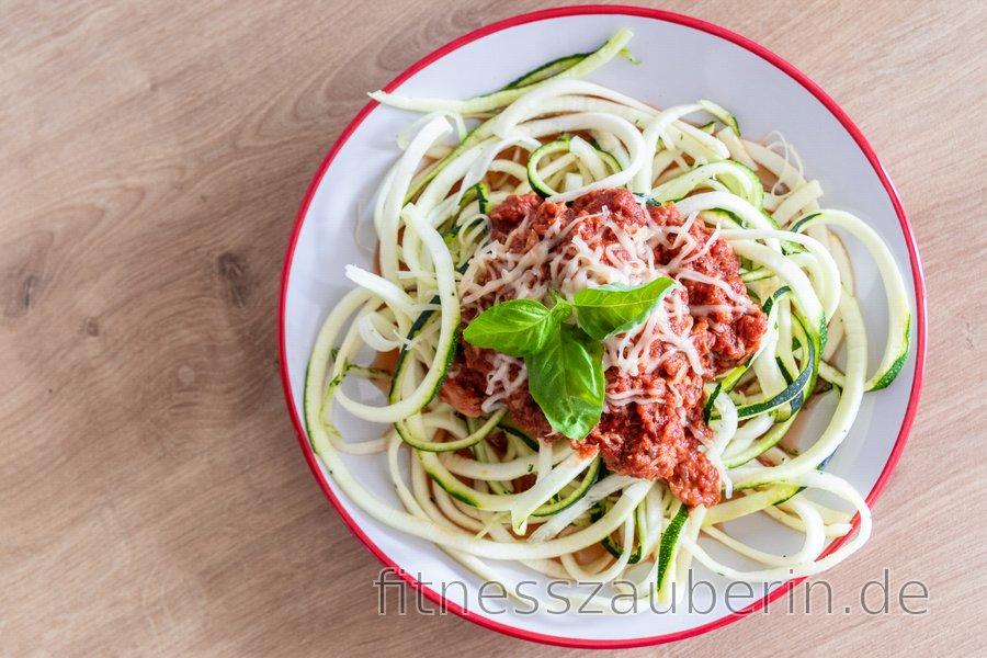 Zucchini-Spagetti mit Thunfisch-Soße