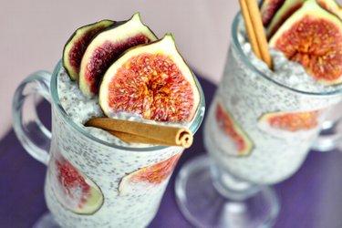 Gesunder Feigen-Chia-Pudding mit Kokosnuss