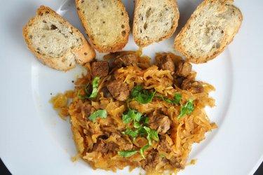 Rindfleischeintopf mit Sauerkraut